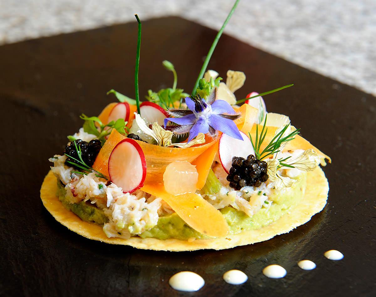 L gant cuisine avec table table de cuisine id es for Cuisine gastronomique